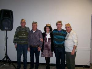 Après un succulent repas , nous avons tiré les rois ....les voici ....