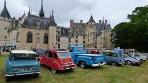 Magnifique château , un musée de miniatures surprenant , et surtout de magnifiques voitures à admirer , tout y était pour passer de bons moments entre  ;passionnés ....