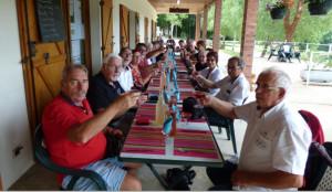 A la Guinguette partage d'un succulent repas entre amis