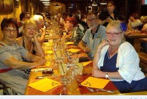 """Notre dîner à 2 km du Musée à """"INDIAN SALOON ....joie , convivialité , que du bonheur ...."""